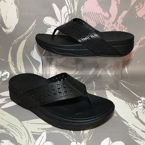 FitFlop Black Perforated Leather Sandals Sz 8